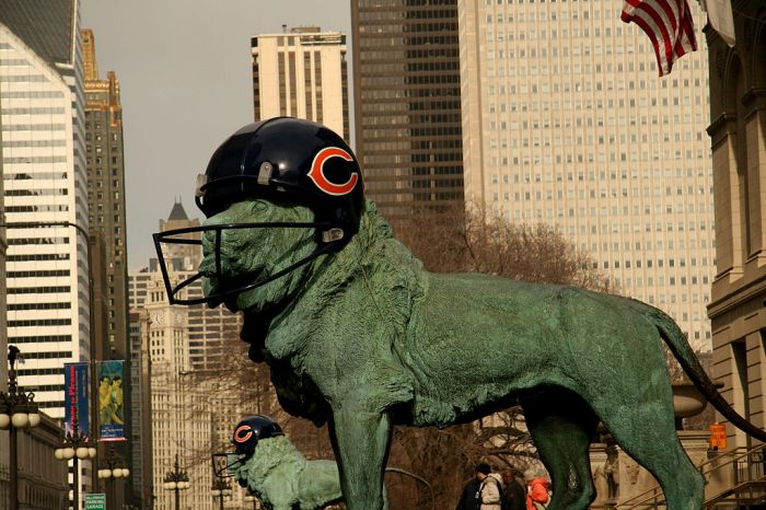1024px-Lion_Chicago_Bears_Helmet